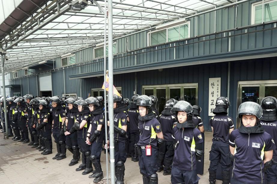Des images de télévision montrent les forces de... (PHOTO SHIN YOUNG-GEUN, AP/YONHAP)