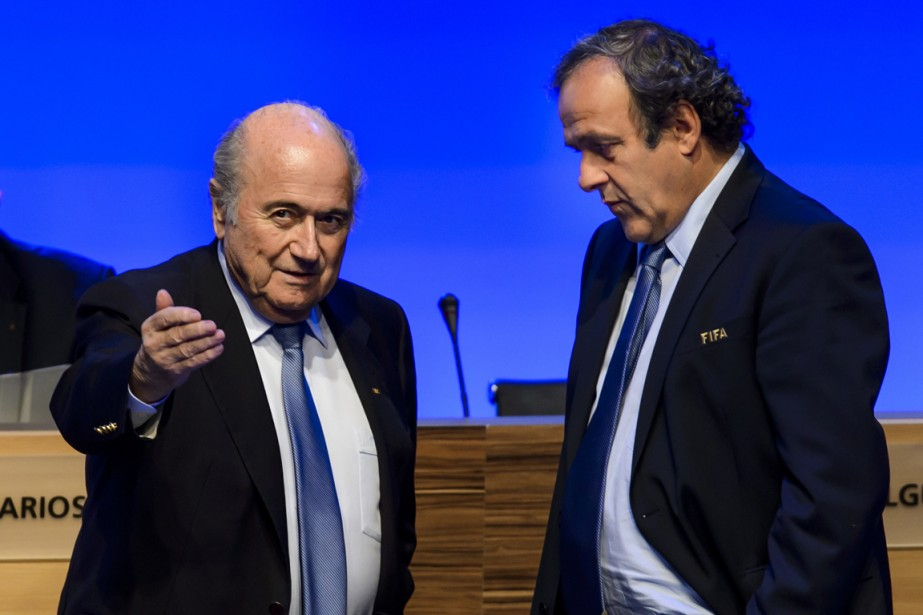 Joseph Blatter, président de la FIFA, et Michel... (Photo Fabrice Coffrini, AFP)