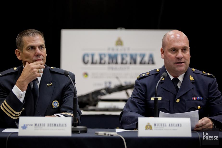 L'inspecteur Mario Desmarais de la SPVM et le... (Photo David Boily, La Presse)