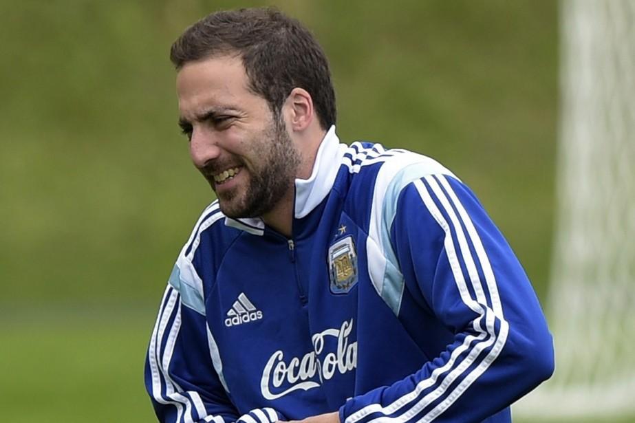 L'attaquant argentin Gonzalo Higuain à l'entraînement.... (Photo Juan Mabromata, AFP)