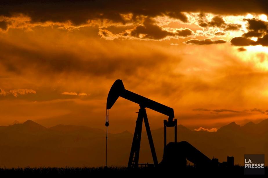 Les prix du pétrole continuaient de reculer... (Photo d'archives, La Presse)