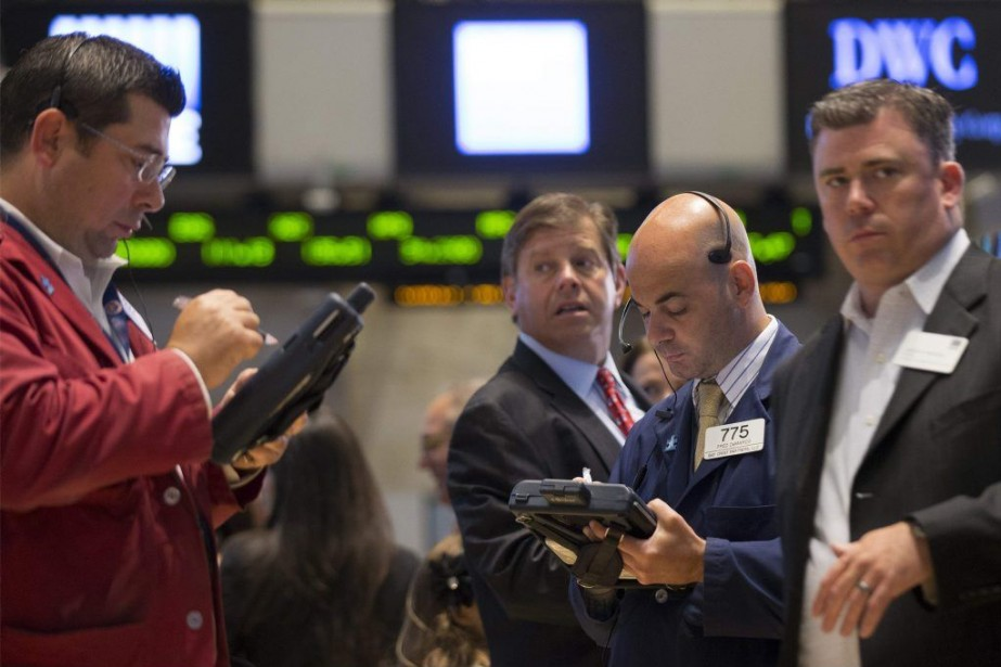 Après une ouverture en légère baisse, les indices... (PHOTO ARCHIVES REUTERS)