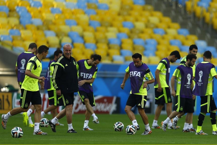 L'équipe de l'Espagne s'est entraînée, mardi, en vue... (Photo Pilar Olivares, Reuters)