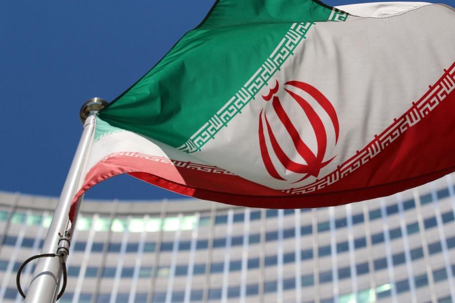 Le drapeau iranien flottant devant les Nations Unies.... (Photo archives AP)