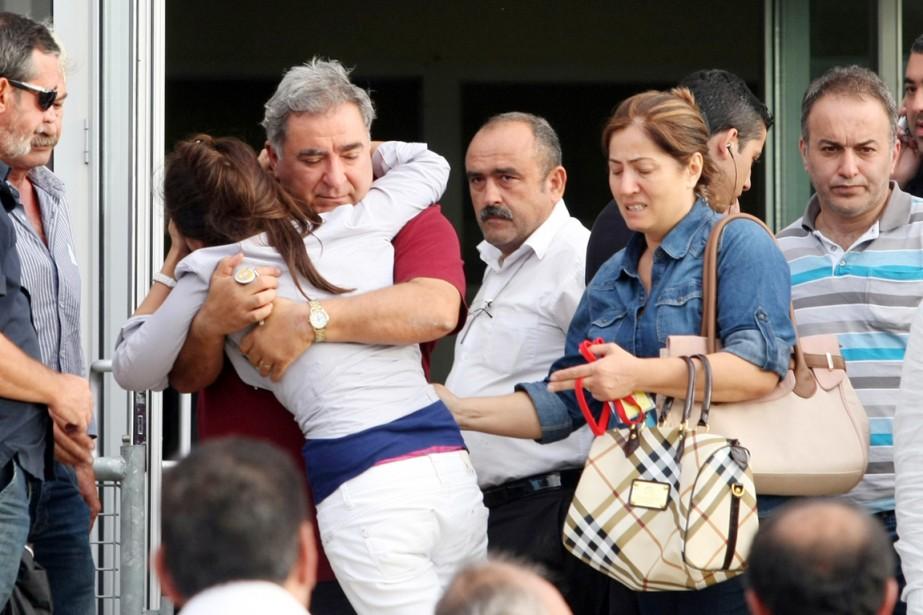 Des proches des militaires condamnés réagissent à l'annonce... (PHOTO ARCHIVES AFP/STR)