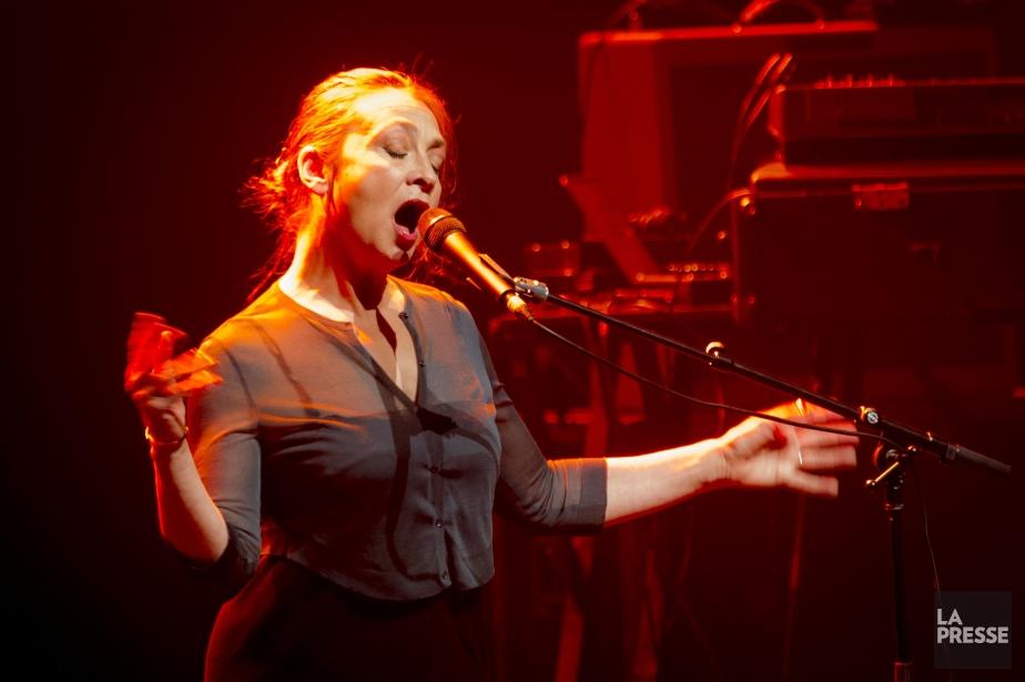 Catherine Ringer lors du spectacle dePlaza Francia auThéâtre... (PHOTO OLIVIER PONTBRIAND, LA PRESSE)