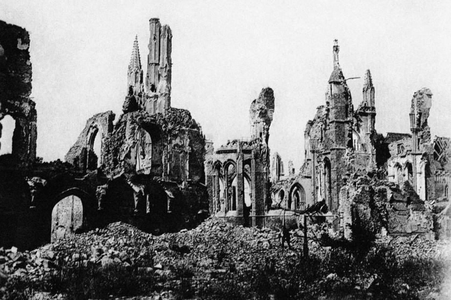 http://images.lpcdn.ca/924x615/201406/20/870807-cathedrale-ypres-belgique-ruine-apres.jpg
