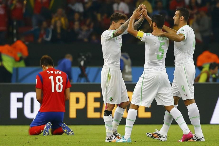 Des buts d'Islam Slimani et Rafik Halliche en... (Photo DAMIR SAGOLJ, Reuters)