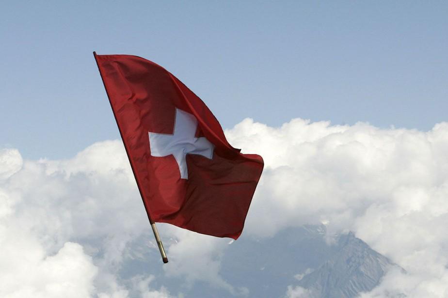 Le drapeau de la Suisse... (PHOTO ARCHIVRES AGENCE FRANCE-PRESSE)
