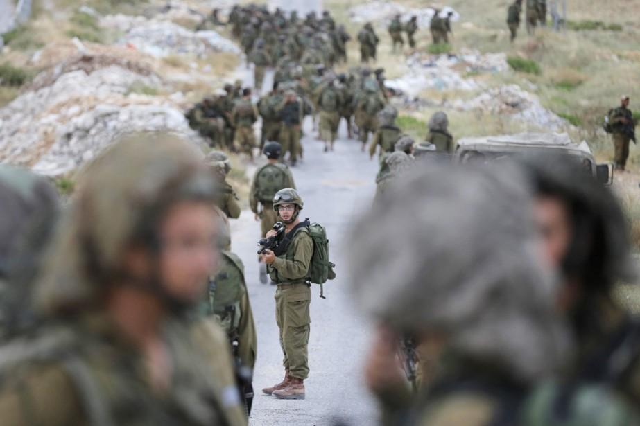 Des soldats israéliens prennent part à une opération... (PHOTO AMMAR AWAD, ARCHIVES REUTERS)