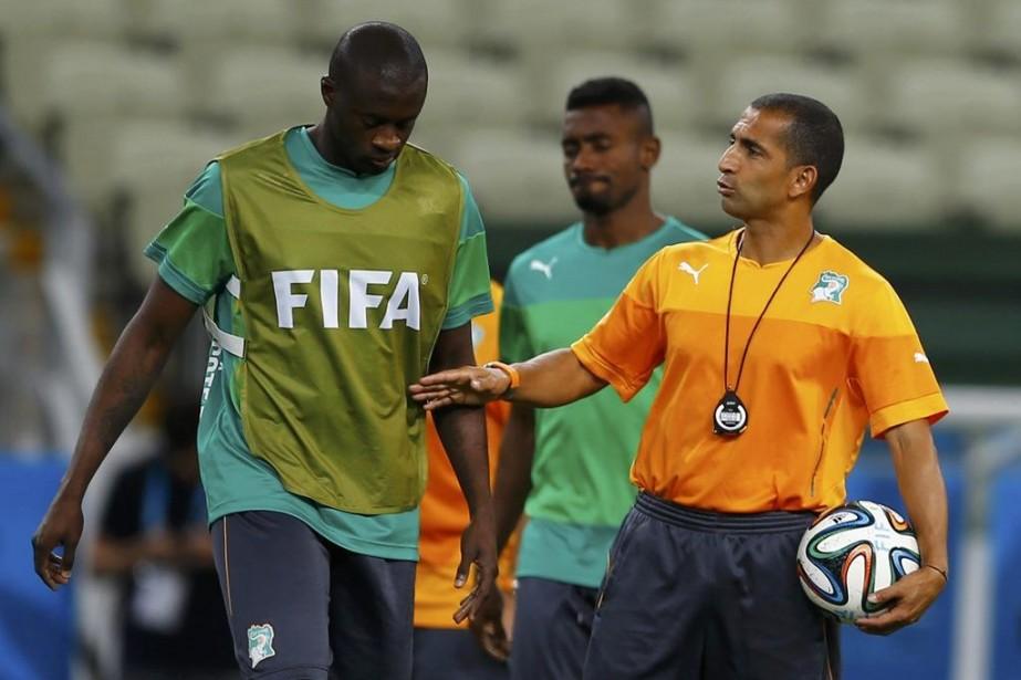 Le sélectionneur Sabri Lamouchi avec Yaya Touré au... (Photo Reuters)