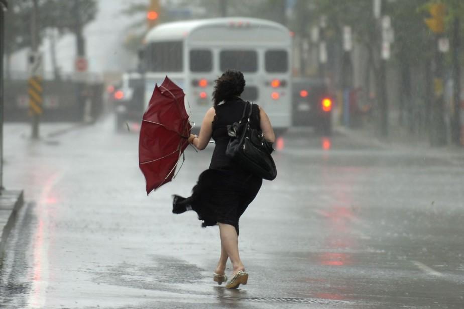 Les fortes pluies ont inondé plusieurs rues et... (Photo Jim Rankin, Archives PC)