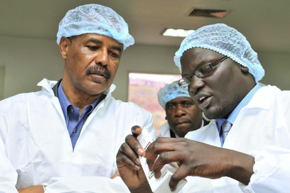 Le président érythréenIssayas Afewerki (à gauche) règne sans... (PHOTO ARCHIVES REUTERS/STRINGER)
