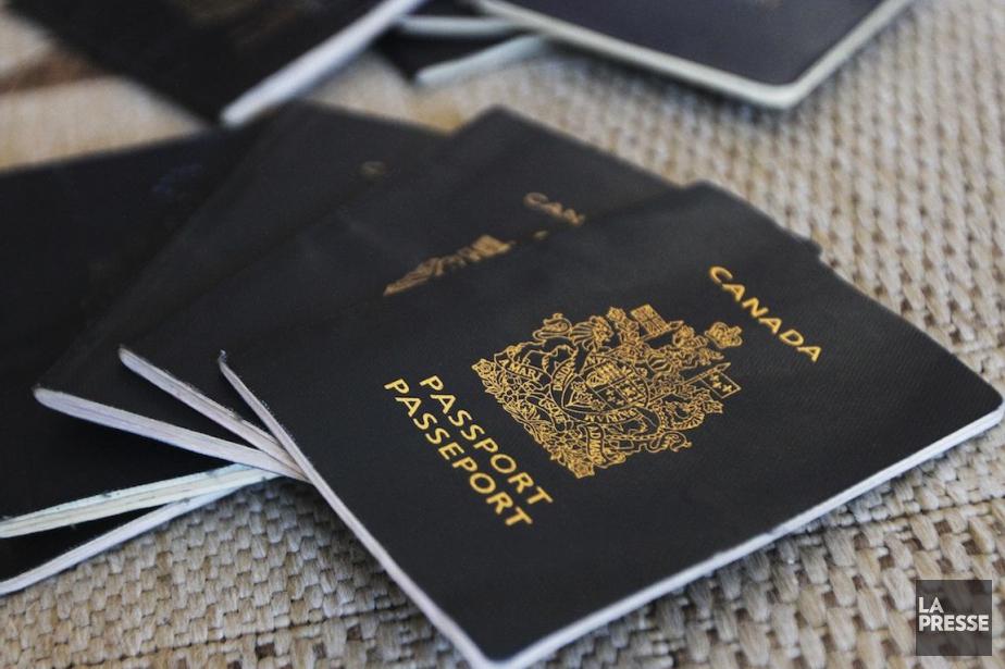 Les frais pour un passeport valide pendant cinq... (Photo d'archives)