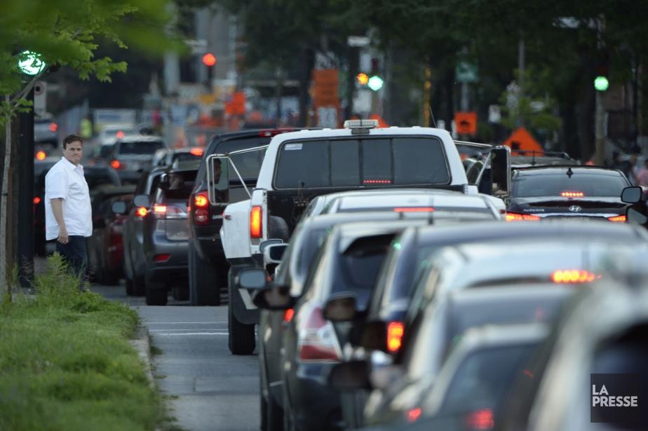 Une partie de l'autoroute Ville-Marie a été fermée... (Photo Bernard Brault, La Presse)