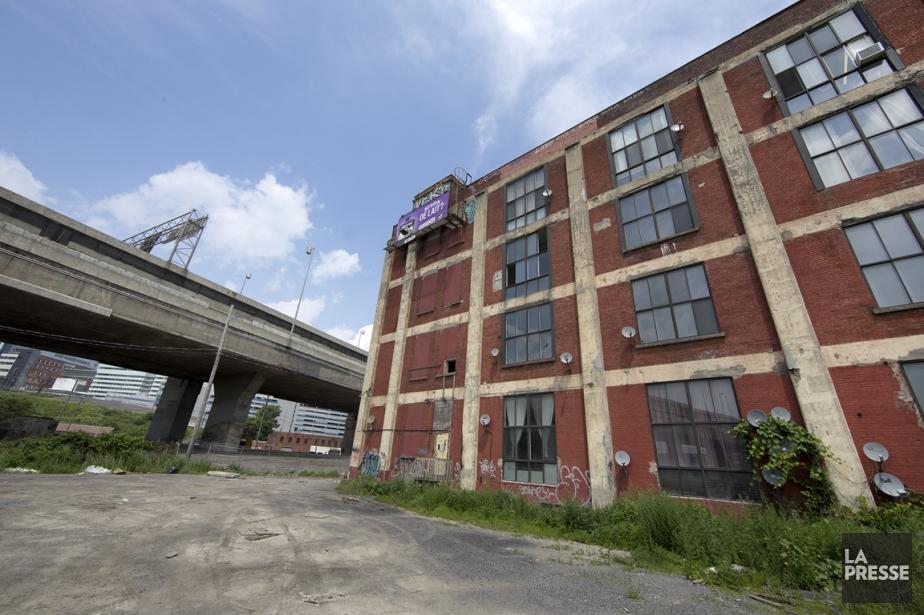 L'immeuble au 780, rue Saint-Rémi sera démoli pour... (PHOTO ROBERT SKINNER, LA PRESSE)