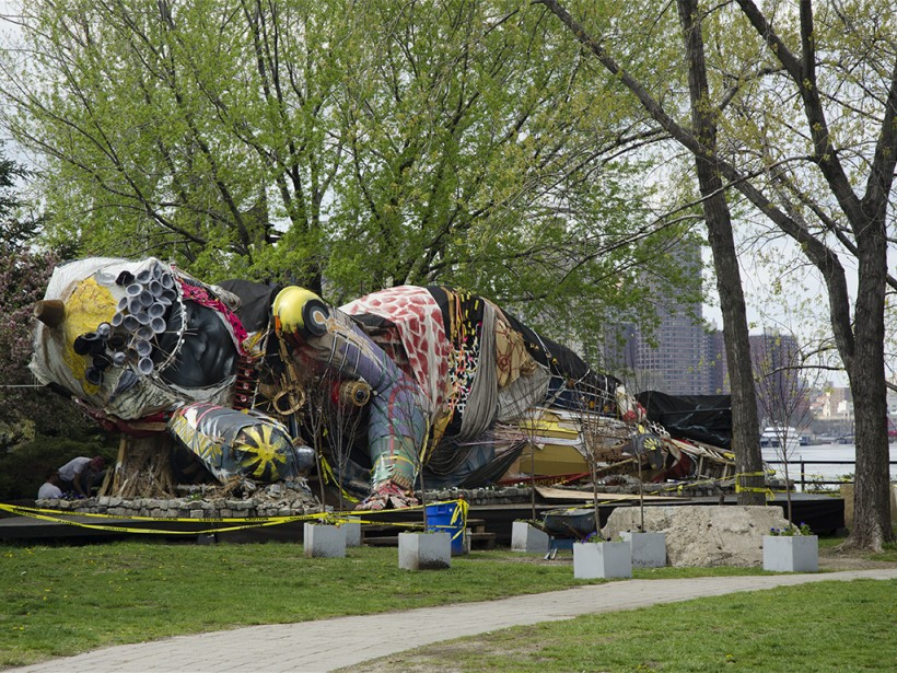 L'oeuvre Queen Mother of Reality de l'artiste Pawet Althamer au Socrates Sculpture Park. | 2 juillet 2014