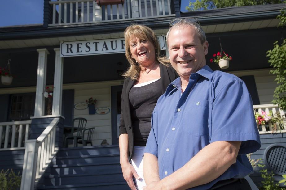 Les restaurateurs Raymonde Poulin et Philippe Vinot reçoivent les clients à Saint-Georges depuis près d'une décennie. (PHOTO OLIVIER PONTBRIAND, LA PRESSE)