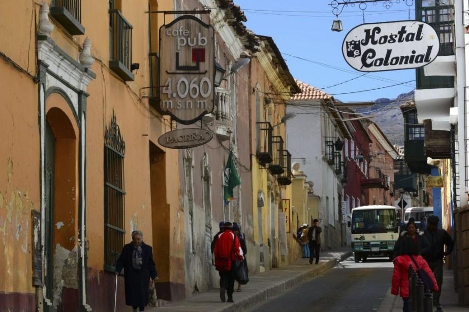 Aujourd'hui, seuls quelques bâtiments baroques aux colonnes de... (PHOTO AIZAR RALDES, AFP)