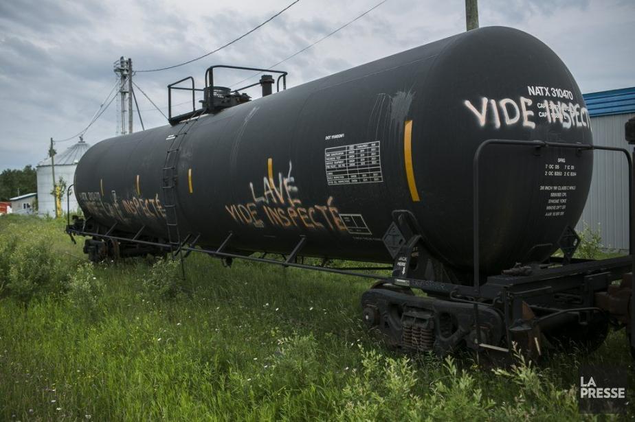 Le dernier wagon du convoi meurtrier est remisé... (PHOTO OLIVIER PONTBRIAND, LA PRESSE)