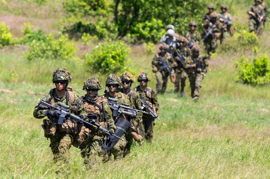 L'Armée canadienne tente de déterminer les causes d'une... (PHOTO ARCHIVES REUTERS)