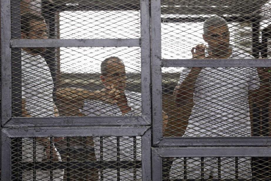 Les journalistesBaher Mohamed, Peter Greste et Mohamed Fadel... (PHOTO ASMAA WAGUIH, REUTERS)