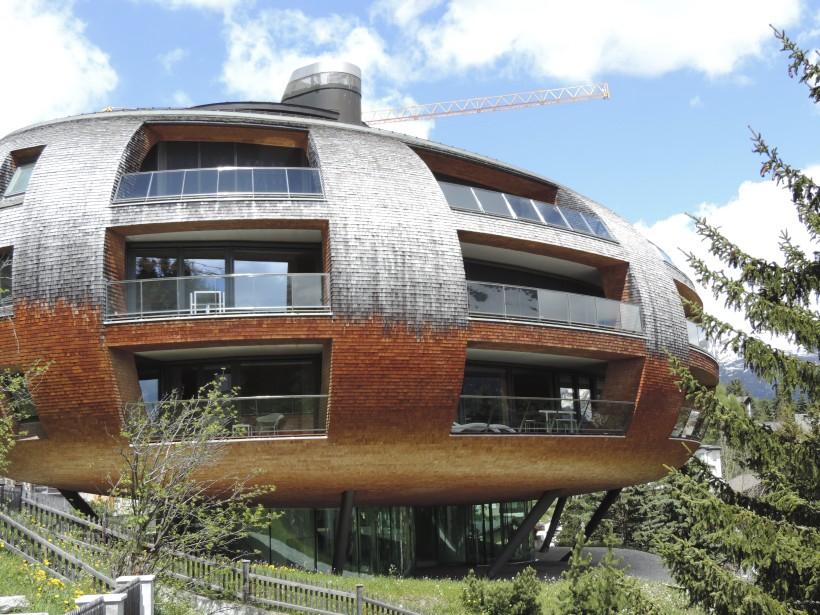 Un immeuble conçu par l'architecte réputé Norman Foster. (Photo Mario Fontaine, La Presse)