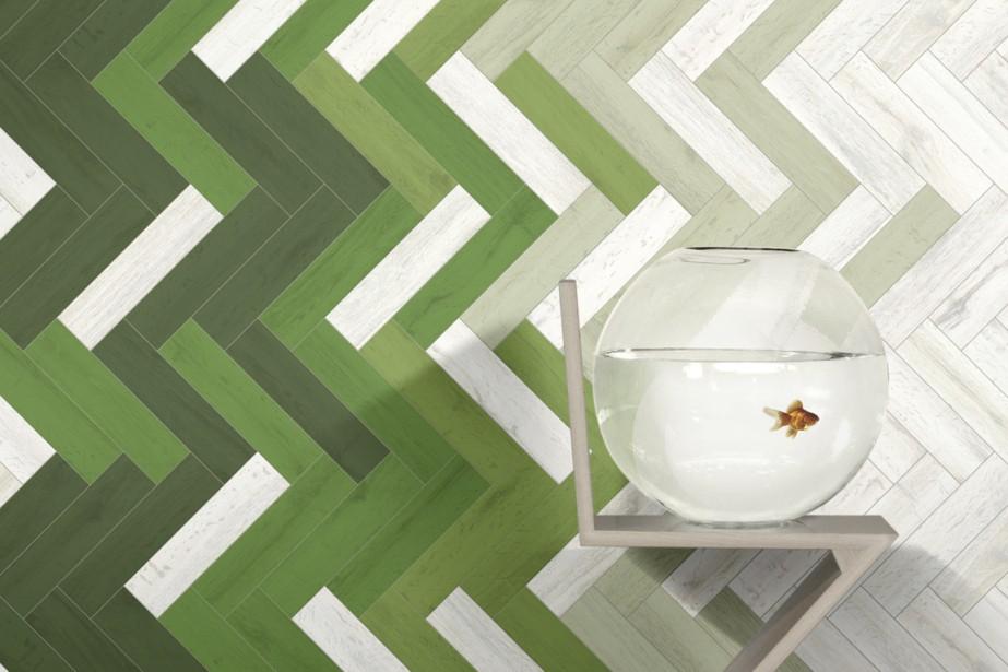 Attendue pour l'automne, la porcelaine émaillée U-Color, ici mise en valeur par une pose en chevrons et un dégradé de couleur. Le format : 3 po par 12, épaisseur 10 mm. 15$ du pied carré. Pour les quatre couleurs de bases, 32$ du pied carré pour les 60 couleurs d'accent. Chez Céragrès. (Photo fournie par Céragrès)