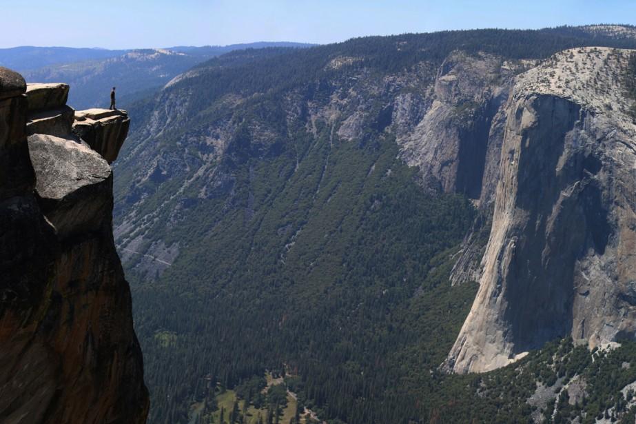 Face aux géants de granit, on se sent souvent aussi petit qu'une fourmi. La sensation est particulièrement flagrante à Taft Point, où s'est forméeune faille de plus d'un kilomètre de haut. (Photo Sylvain Sarrazin, La Presse)