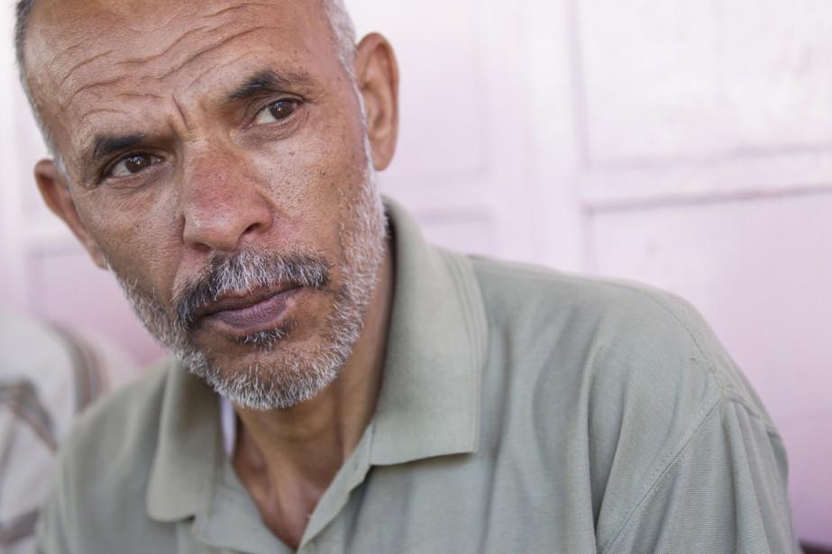 Ali Ahmed al-Nawajha se prépare à enterrer son fils, abattu par un missile israélien.   17 juillet 2014
