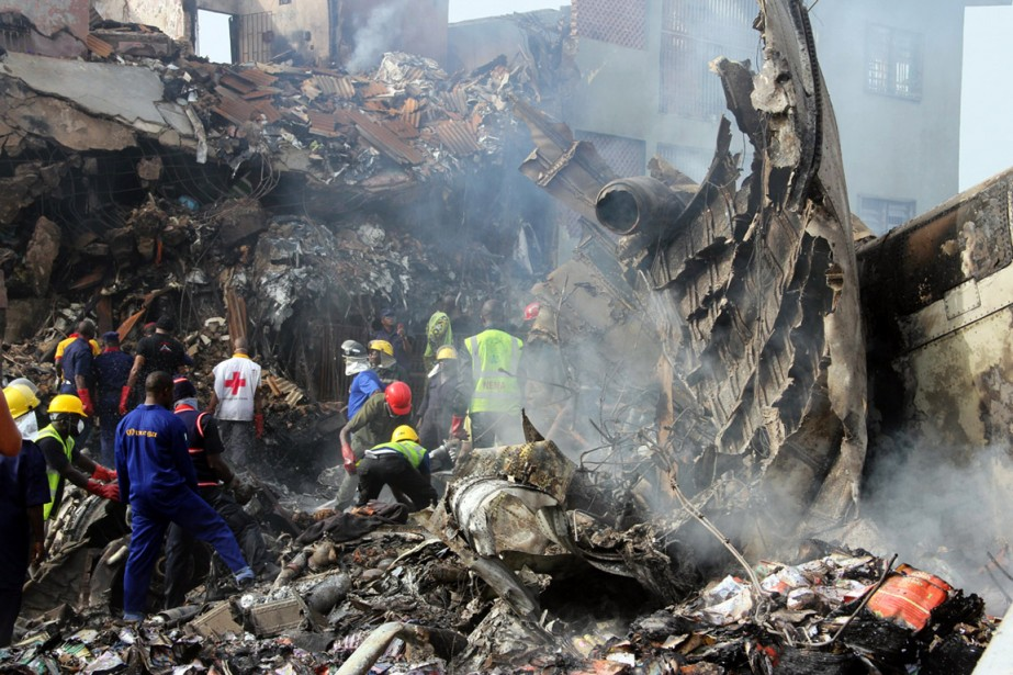 Nigeria, 3 juin 2012: un McDonell Douglas MD-83 s'écrase sur un quartier de la capitale économique Lagos: 159 morts, dont 6 personnes au sol. (PHOTO EMMANUEL AREWA, ARCHIVES AFP)