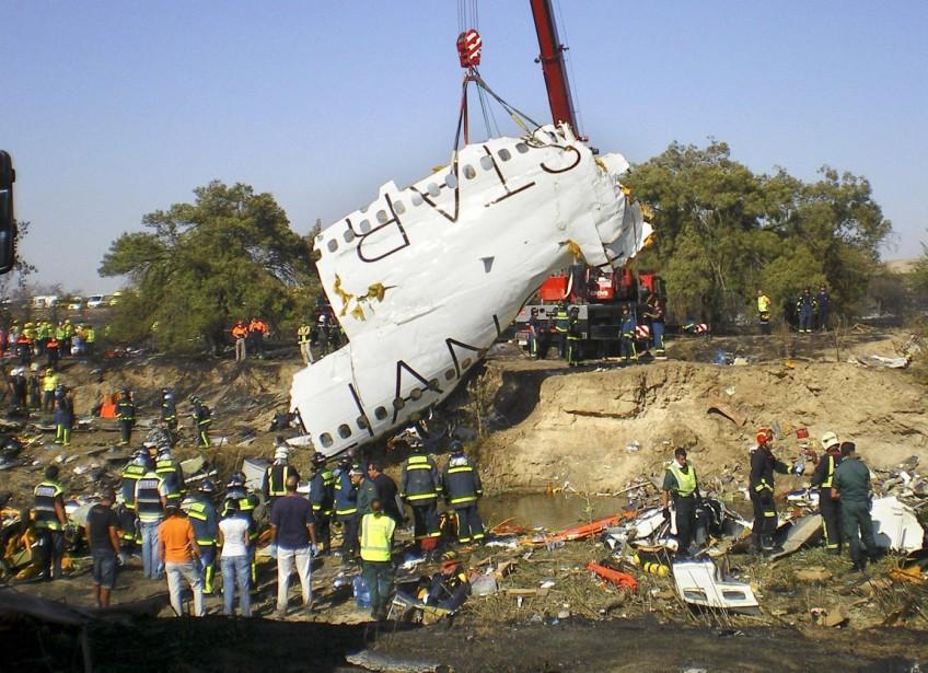 Espagne, 20 août 2008: au total, 154 personnes meurent dans l'accident d'un McDonell Douglas-82 de la compagnie espagnole Spanair qui s'embrase lors de son décollage à l'aéroport de Madrid. (PHOTO ARCHIVES AP/EFE)