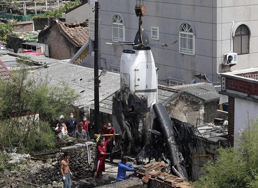 La sécurité accrue du transport aérien s'explique par... (Photo Reuters)
