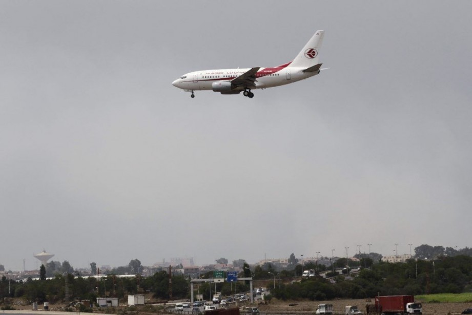 Un avion d'Air Algérie se prépare à atterrir... (PHOTO LOUAFI LARBI, REUTERS)