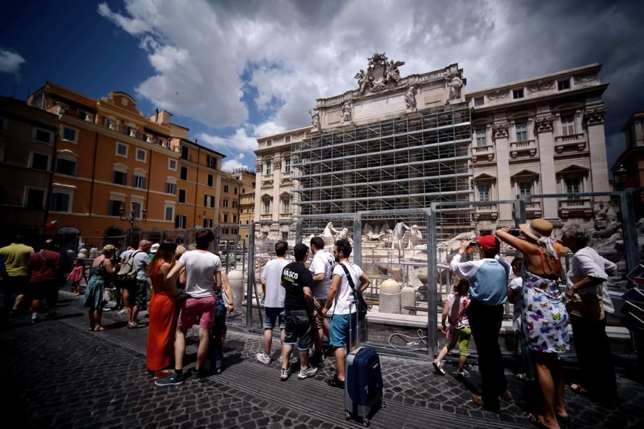 La fontaine de Trevi subit actuellement une cure... (PHOTO FILIPPO MONTEFORTE, AFP)