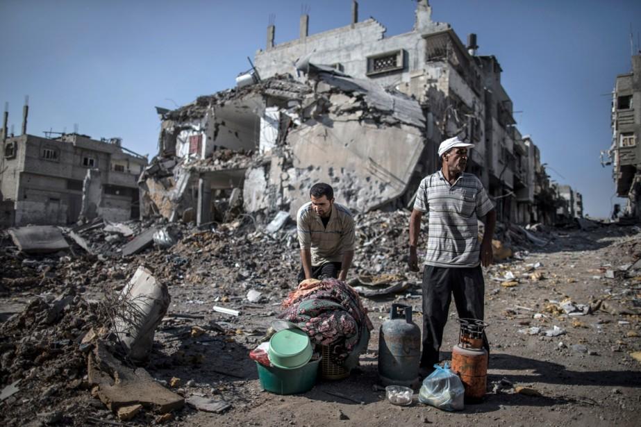Des Palestiniens ont regroupé les quelques objets qu'ils... (PHOTO MARCO LONGARI, AGENCE FRANCE-PRESSE)