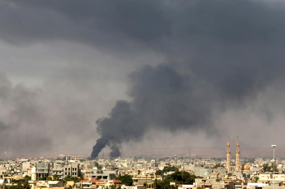 38 personnes ont été tuées entre samedi et... (Photo Esam Omran Al-Fetori, Reuters)