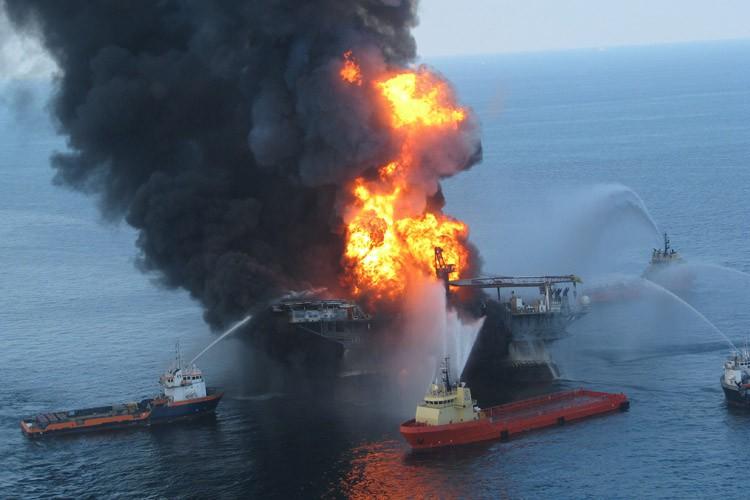 Le déversement de la plateforme pétrolière Deepwater Horizon... (PHOTO ARCHIVES AFP)