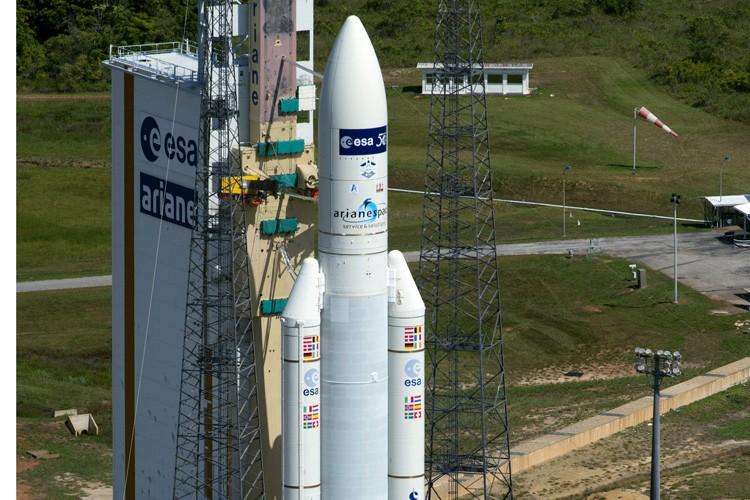 La fusée Ariane 5 ES avec à son... (Photo: AFP)