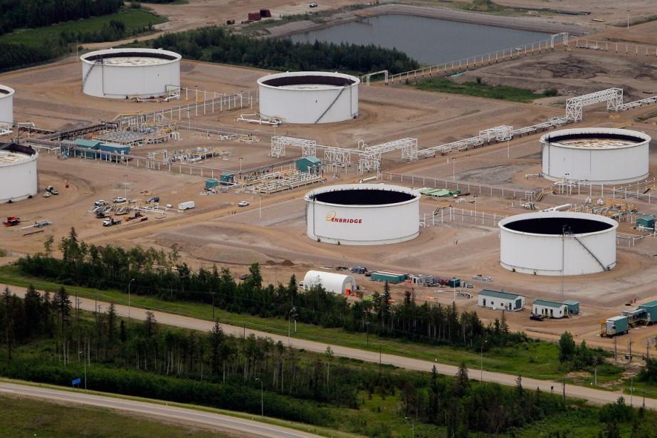 Des réservoirs d'Enbridgesitués près deFort McMurray, en Alberta.... (PHOTO BEN NELMS, ARCHIVES BLOOMBERG)