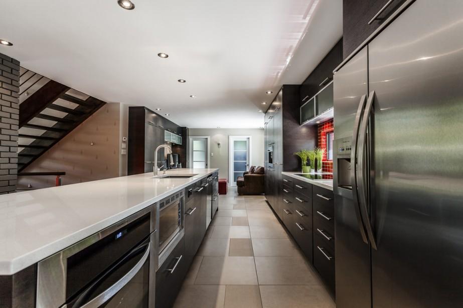 Saint lambert une vraie maison familiale pierre for Fenetre longue cuisine