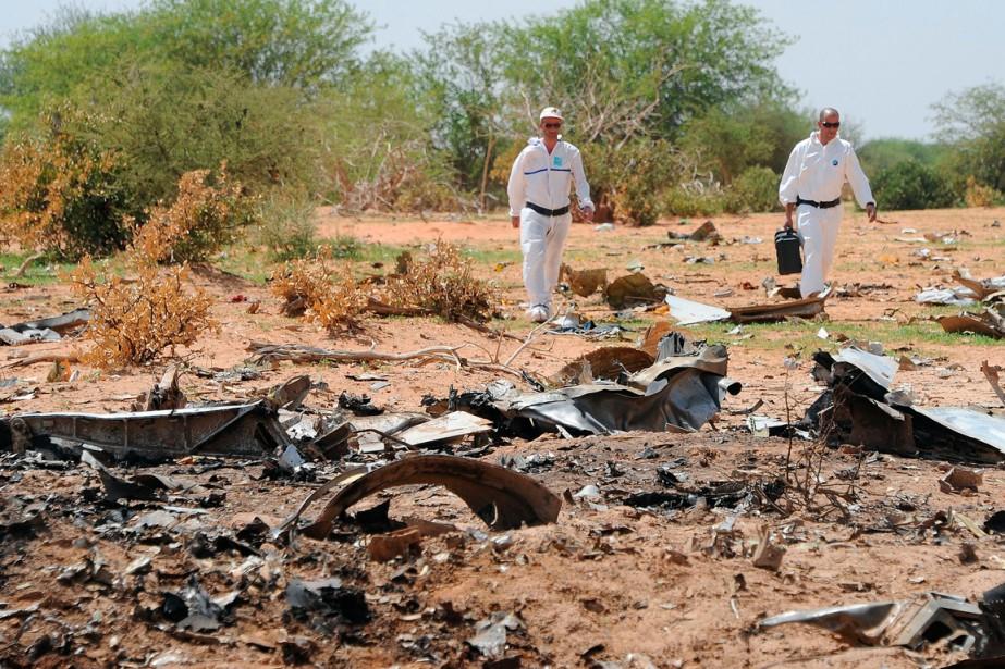 Des enquêteurs inspecteurs les débrid du vol d'Air... (PHOTO SIA KAMBOU, ARCHIVES AGENCE FRANCE-PRESSE)