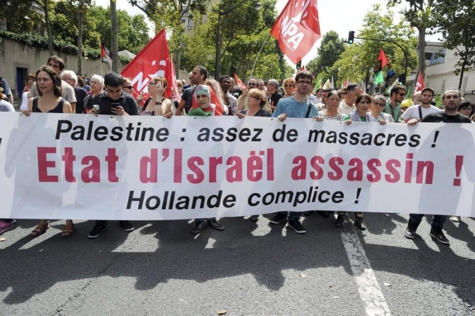 «Israël assassin, Hollande complice», criaient les manifestants rassemblés... (PHOTO DOMINIQUE FAGET, AFP)
