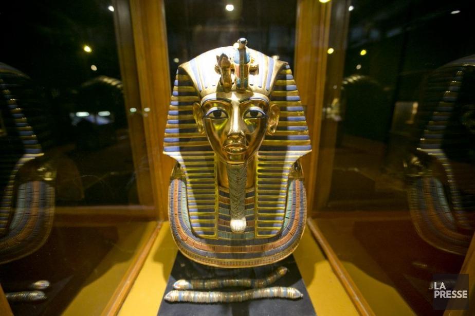 L'exposition permet d'admirer une copie du célèbre masque... (PHOTO DAVID BOILY, LA PRESSE)