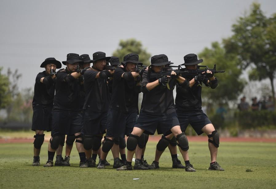 Des policiers membres d'un groupe d'intervention tactique lors... (Photo archives Reuters)