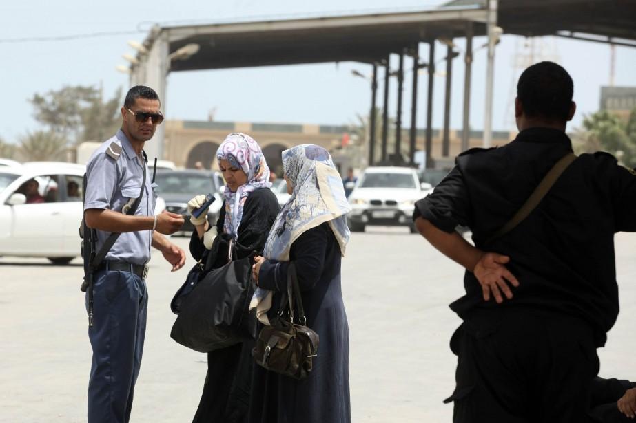 Un militaire tunisien est mort dans une... (Photo ZOUBEIR SOUISSI, Reuters)