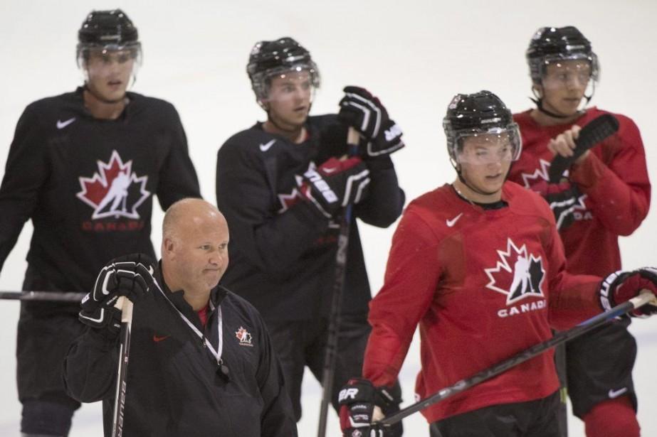 L'entraîneur en chef de l'équipe junior canadienne peut... (PHOTO GRAHAM HUGUES, PC)