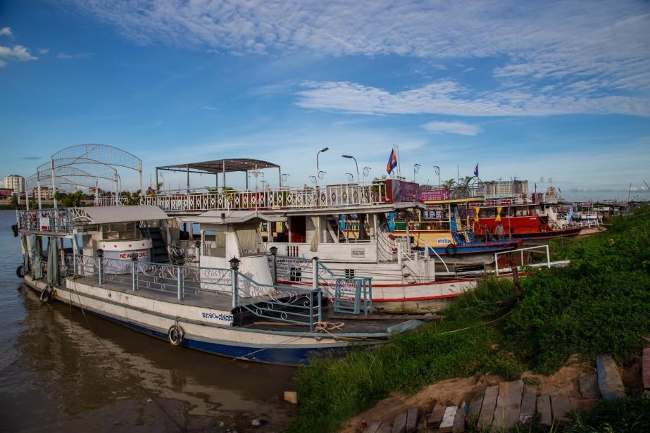 On peut facilement trouver une embarcation pour une croisière de fin de journée sur le Mékong. (PHOTO KIP RADT, COLLABORATION SPÉCIALE)
