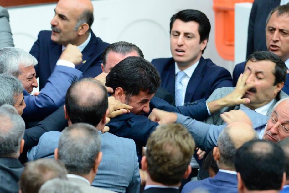 Sinan Ogan, député du Parti d'action nationaliste (MHP,... (PHOTO AGENCE FRANCE-PRESSE)
