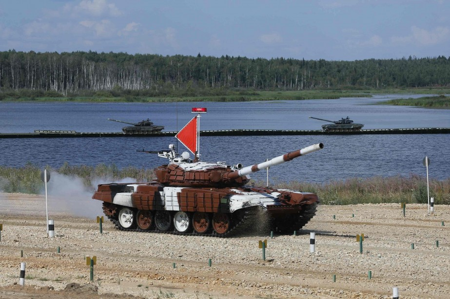 Le « tank biathlon » a été inventé... (PHOTO MAXIM SHEMETOV, REUTERS)